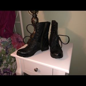 Nearly new Steve Madden leather combat boots 7.5